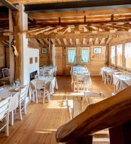ristorante borgo nomplan povolaro comeglians ravascletto interno sala principale vista 01