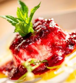 ristorante borgo nomplan ravascletto comeglians panna cotta con frutti di bosco